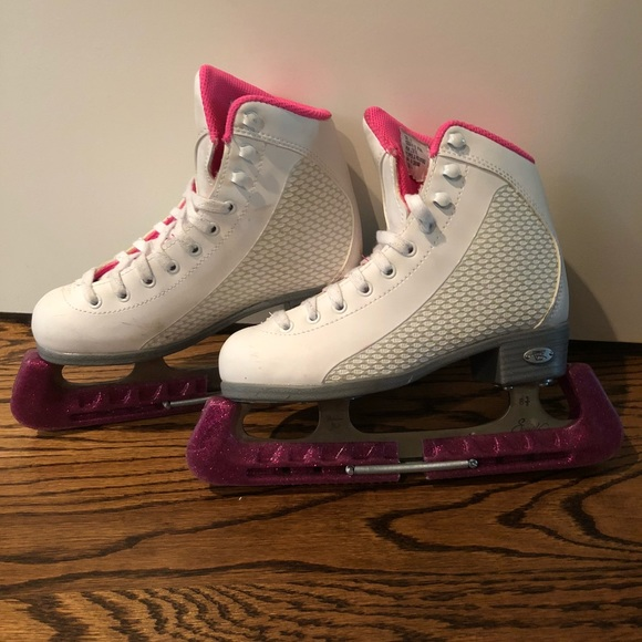 Size 2 White Ice Skates With Blade Covers